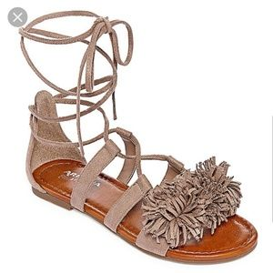 Arizona Jeans Company lace up Taupe sandals size 6
